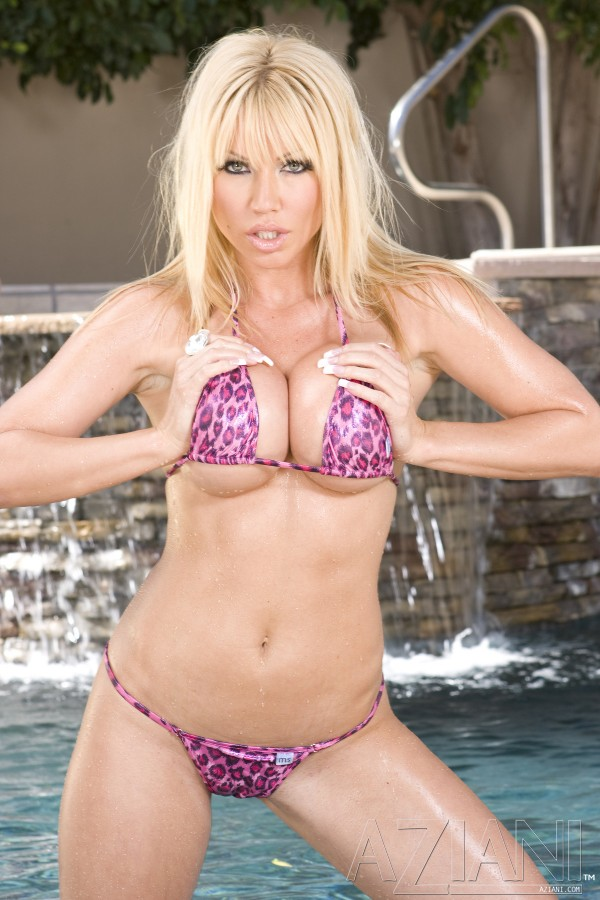 Blonde Angie Savage Strips off Bikini