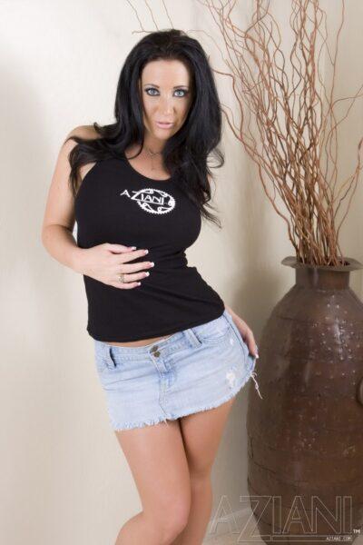 Jayden Jaymes Lets You Look Up Her Skirt